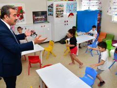 Başkan Çetin çocuklarla eğlendi, emeklilerle sohbet etti…